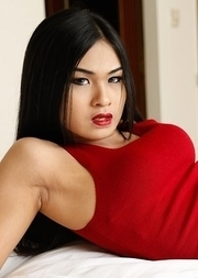 19yo hot Thai ladyboy Pop has interracial anal with white tourist