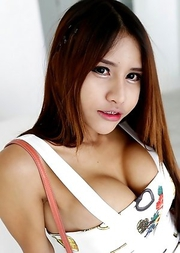 19yo busty Thai shemale Tontan nonude striptease for white tourist