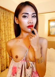 24 year old skinny Thai Cake gets fucked and sucks tourists cock
