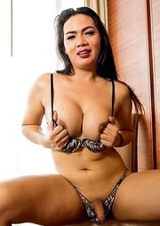 Ladybiy Sara  big beautiful from cambodian