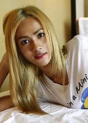 Sexy blonde Thai ladyboy Fern sucks foreign cock