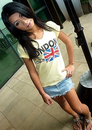 Brunette Thai ladyboy Mo